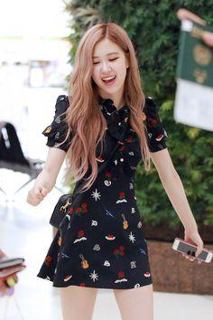 Black Pink Yes Please – BlackPink, the greatest Kpop girl group ever! Blackpink Fashion, Korean Fashion, Fashion Outfits, Kpop Girl Groups, Kpop Girls, Forever Young, Jenny Kim, 1 Rose, Kim Jisoo