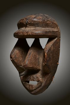 - DAN-KRAN MASK - Lot 27 - Estimate: €800 - €1200 - Find all details for this object in our online catalog! Ivory Coast, Liberia, Brussels, Catalog, Antiques, African Art, Crane Car, Antiquities, Antique