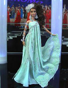 Miss Turquie 2009-2010 http://www.ninimomo.com/ipc10turkey1.jpg