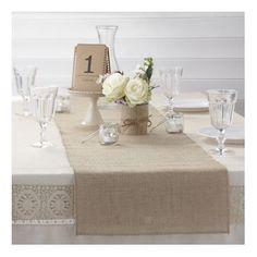 chemin de table en jutte + numéro de table http://www.decorationsdemariage.fr/