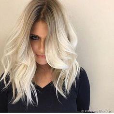 La tendencia de cabello rubio con la raíz degradada es la favorita entre las fashionistas