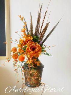 Arreglo de flores artificiales con base vintage tonos naranja y ocres...