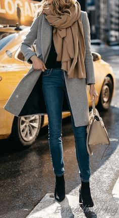 Beige is the color of elegance. And all beige looks are going to be this season's trendy look. I want to make a minimalistic look for you with Zara clothing Winter Outfits Women, Winter Jackets Women, Casual Winter Outfits, Winter Dresses, Casual Wear, Zara, Light Jeans Outfit, Casual Weekend Outfit, Winter Mode