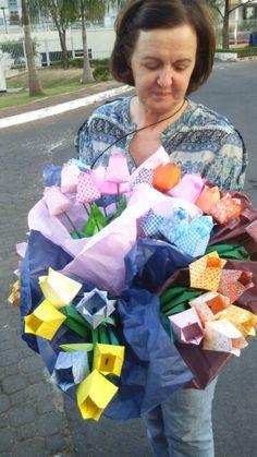 60 lírios de origami para agradecer aos colegas de trabalho até a aposentadoria!  D.Malu demonstra a virtude da gratidão!!