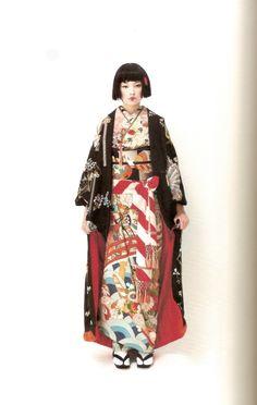 Kimono-hime issue Fashion shoot page 9 Traditional Kimono, Traditional Fashion, Traditional Dresses, Traditional Japanese, Furisode Kimono, Mode Kimono, Japanese Geisha, Japanese Lady, Harajuku