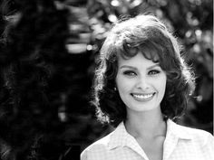 Sophia-Loren-Cute-Smile-Desktop-HD-Wallpapers.jpeg