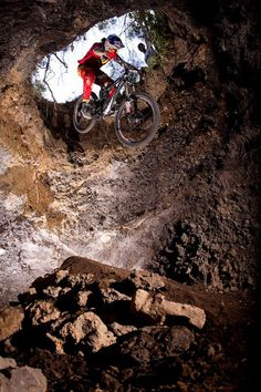 Amazing jump in the cave #btt #mtb