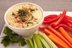 Het is ook heerlijk om groenten te dippen in hummus