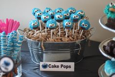 love the bucket with the cookies and pops love the pretzel sticks on the left