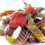 Antipasto di verdure grigliate e champignon con crema al basilico.