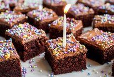 Sjokoladekake i langpanne Birthday Candles, Baking, Desserts, Food, Tailgate Desserts, Deserts, Bakken, Essen, Postres