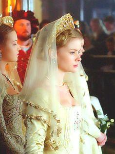 "Anita Briem as Jane Seymour in ""The Tudors"" (2007-2010)"