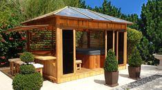 Abri de spa en bois pour aménager son espace bien-être.