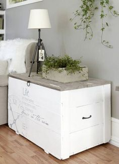 Wooden Crates And Their Re-usage Ideas - Best Craft Projects - Wooden Crates And Their Re-usage Ideas - Wooden Crates, Wooden Diy, Painted Furniture, Diy Furniture, Painted Trunk, Painted Chest, Diy Home, Home Decor, Decoration Inspiration