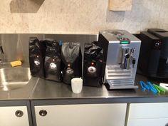 Lekkere koffie is belangrijk! Daarom hadden we vanochtend een heuse koffietest met onszelf in het smaakpanel