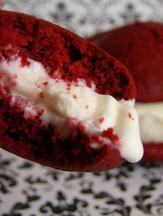 This CRUMB: Red Velvet Ice Cream Sandwiches is a best for our dessert made with wholesome ingredients! Ice Cream Cookie Sandwich, Ice Cream Cookies, Sandwich Cookies, Yummy Treats, Delicious Desserts, Sweet Treats, Yummy Food, Red Velvet Whoopie Pies, Red Velvet Cookies