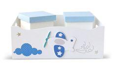 """Kit higiene bebê branco e azul com nuvem e avião!  Confira o post """"Decoração para quarto infantil: 15 itens que você vai amar (até 60% OFF)"""", como quadro, abajur, almofada e kit higiene para quarto de bebê!   Produtos da loja virtual Bambole Store! ACESSE: http://mamaepratica.com.br/2016/06/09/decoracaoparaquartoinfantil/"""