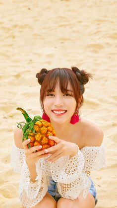 Literally my fave pic of my queen urgh can i just marry her😍 Akira, Twice Album, Sana Momo, Twice Kpop, Myoui Mina, Cute Friends, Aesthetic Images, Dance The Night Away, One In A Million