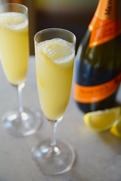 Spice up your brunch or summer cocktail with this Grapefruit Lime Prosecco Mimosa | TastingPage.com