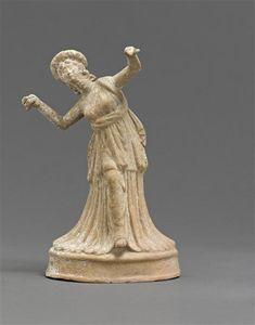 Figurine-Danseuse au crotale- signée Sodamos. 1e quart 1er s av J.-C. // découverte : Myrina. Auteur : Sodamos (1er siècle av J.-C.) Paris, musée du Louvre