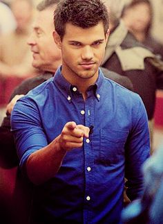 Taylor get in my bed. Taylor Lautner, Gorgeous Men, Beautiful People, Twilight Jacob, Ed Westwick, Jacob Black, Liam Hemsworth, Celebrity Crush, Celebrity Photos