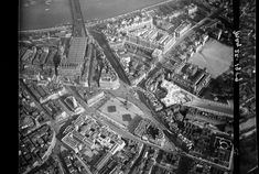 Old streets: An almost car-free Trafalgar Square as seen from the skies in 1909 Victorian Life, Victorian London, Vintage London, Old London, Google Earth View, London Pictures, Trafalgar Square, Old Street, Most Beautiful Cities