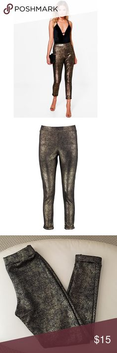 BooHoo Metallic Skinny Stretch Trousers Purchased online and these are more like a thick legging than a trouser. Very cute especially for the holidays but I was looking for a trouser. Fits true to size! No trades and no PayPal! Boohoo Pants Leggings