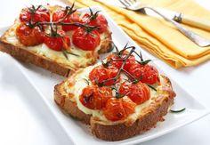 Zapečený chlieb s mozzarellou a paradajkami - Recept pre každého kuchára, množstvo receptov pre pečenie a varenie. Recepty pre chutný život. Slovenské jedlá a medzinárodná kuchyňa