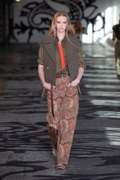 Etro Fall 2021 Ready-to-Wear collection, runway looks, beauty, models, and reviews. Live Fashion, Fashion Week, Milan Fashion, Runway Fashion, Fashion Beauty, Autumn Fashion, Fashion Looks, Fashion Trends, Vogue