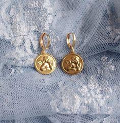 pin: nikkiowtx ✨ pin: nikkiowtx ✨ Gold Charm Ohrring Schmuck Ästhetik - Another! Simple Jewelry, Dainty Jewelry, Cute Jewelry, Gold Jewelry, Jewelry Accessories, Women Jewelry, Fashion Jewelry, Jewelry Design, Jewellery