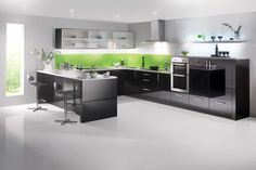 Black Gloss kitchen - Stunning black gloss contemporary kitchen at an affordable price Black Gloss Kitchen, High Gloss Kitchen Cabinets, Glossy Kitchen, Kitchen Units, Kitchen Cabinet Design, Kitchen Ideas, Upper Cabinets, Kitchen Modern, Black Kitchens