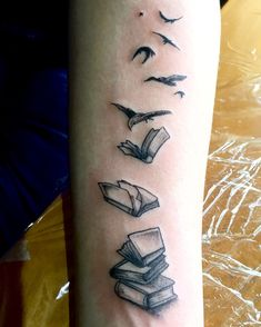 Tatuaje libros pajaros