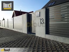 System poziomych ogrodzeń palisadowych z stalowych profili - Olbud House Fence Design, House Main Gates Design, Wood Fence Design, Modern Fence Design, Privacy Fence Designs, Yard Privacy, Steel Gate Design, Tor Design, Garden Fence Panels