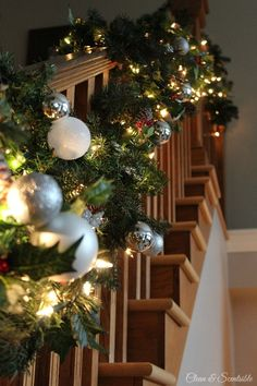 40 Gorgeous Christmas Banister Decorating Ideas - Christmas Celebration - All about Christmas Christmas House Decorations Inside, White Christmas Trees, Noel Christmas, Beautiful Christmas, All Things Christmas, Xmas, Christmas Countdown, Christmas Cruises, Christmas Getaways