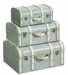 Love these vintage suitcases - would make a great focal point in your interior decor scheme