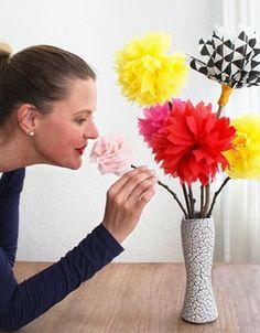 Zo maak je prachtige bloemen van servetten! #moederdag #knutselen