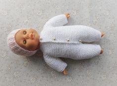 Ravelry: Garter Stitch Baby Onesie pattern by marianna mel Baby Boy Knitting Patterns Free, Knitted Doll Patterns, Baby Clothes Patterns, Knitted Dolls, Baby Patterns, Doll Patterns Free, Crochet Patterns, Knitting Dolls Clothes, Baby Doll Clothes