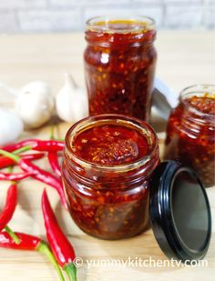 Recipes With Chili Garlic Sauce, Garlic Oil Recipe, Homemade Chili Sauce, Hot Pepper Recipes, Sauce Recipes, Homemade Spices, Recipe With Chili Peppers, Chili Pepper Hot Sauce Recipe, Chili Paste Recipe