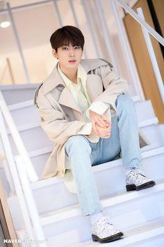 Wonwoo - V Low Tone Show special filming Naver x Dispatch Woozi, Jeonghan, The8, Vernon, Seventeen Wonwoo, Seventeen Debut, K Pop, Banda Kpop, Hip Hop