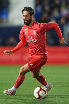 LEGANES, SPAIN - APRIL Isco Alarcon of Real Madrid in action during the La Liga match between CD Leganes and Real Madrid CF at Estadio Municipal de Butarque on April 2019 in Leganes, Spain. (Photo by Quality Sport Images/Getty Images) Isco Real Madrid, Equipe Real Madrid, Isco Alarcon, Soccer Stars, Football Boys, Soccer World, Sports Images, Football Wallpaper, Neymar Jr
