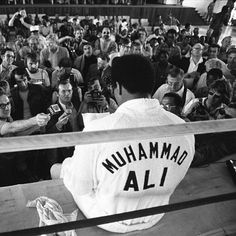 Roots of Fight, a new lifestyle apparel brand focused on connecting the history and evolution of boxing and martial arts, pays tribute to Muhammad Ali on his. Mohamed Ali, Sports Illustrated, Kentucky, Muhammad Ali Boxing, Sting Like A Bee, Title Boxing, Float Like A Butterfly, Hometown Heroes, Sport Icon
