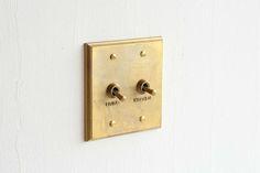 スイッチプレート / MATUREWARE by FUTAGAMI / 真鍮鋳肌の建築金物