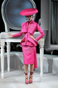 Google Image Result for http://www.thefabchic.com/wp-content/uploads/2011/04/765_dior_haute_couture_2007_par1.jpg