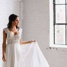 Nashville - it's your turn! The Coco gown and whole Spirit collection heads to @thedresstheory in #Nashville this weekend! Remember, you will need to make an appointment with @thedresstheory . Image via @lovemedophoto @aleksandraambrozy and @verolopezmo #annacampbell #annacampbellspirit #pretty #wedding #weddingdress #lace #bride #bridaldress
