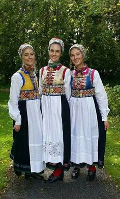 Bilderesultat for bunad os Folk Costume, Costumes, Finnish Women, Frozen Musical, Norwegian Christmas, Thinking Day, Medieval Dress, People Around The World, Traditional Dresses