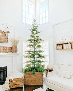 32 Popular Minimalist Christmas Home Decor Ideas - Christmas decorations will transform your home into a Christmas wonderland if done properly. And you don't need to spend a fortune. Christmas Love, Christmas Porch, Winter Christmas, All Things Christmas, Xmas, Christmas Greetings, Scandinavian Christmas Decorations, Decoration Christmas, Modern Holiday Decor