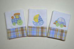 Feito com tecido fralda duplo,aplicação com caseado e barrado em tecido de algodão. <br>*kit com 3 fraldinhas