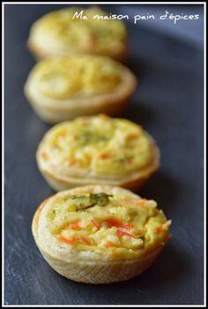 """Des petites tartelettes pour l'apéro...      Source : """"Les Délices de Vanish""""     Ingrédients  : 1 pâte feuilletée, 2œufs, 2 càs de crèm..."""