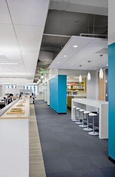 Pops of bright blue against gray make this office vibrant and sophisticated. HDRAtlantaOffice_FitOut_by HDR Architecture, via Flickr