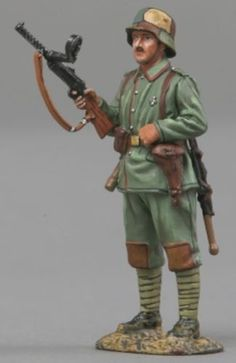 World War 1 German Army GW060A Stormtroop Sentry - Made by Thomas Gunn Military Miniatures and Models. Factory made, hand assembled, painted and boxed in a padded decorative box. Excellent gift for the enthusiast.